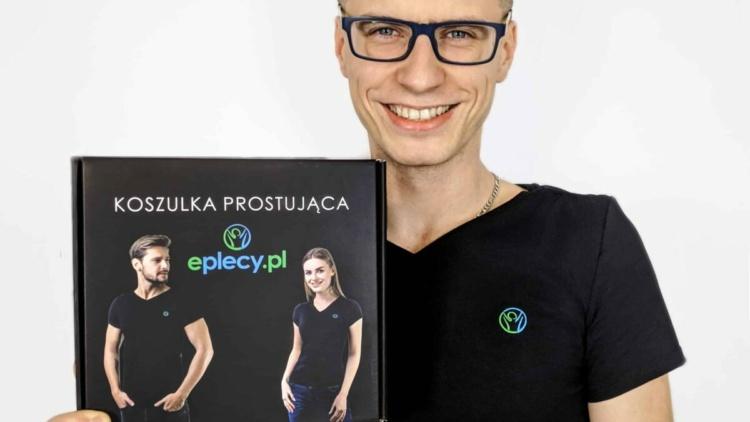 Wojciech Wojturszko, właściciel sklepu eplecy.pl jest dumny z opakowań z nadrukiem, które dostarczyła mu nasza firma Pack2you