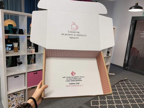 Pudełka z oryginalnym tekstem wzbudzają emocje klientów
